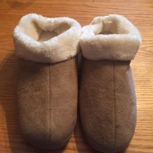 Shoes - Fluffy Slippers